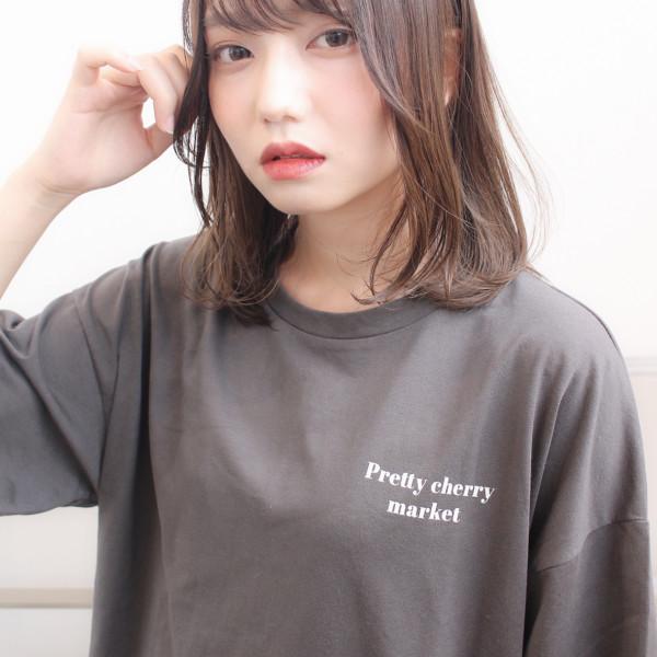 【◎ミディアムヘア】前髪が可愛い女性らしいスタイル